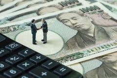 Bedrijfsdoelstellingen of overeenkomstenconcept als miniatuurcijferzaken Royalty-vrije Stock Foto's