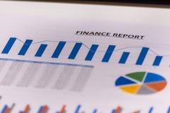 Bedrijfsfinanciën, boekhouding, statistieken en analitisch onderzoekconcept De analyse van effectenbeursgrafieken stock foto