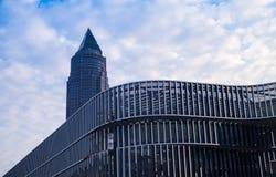 Bedrijfsgebouwen bij zonsopgang in Frankfurt, Duitsland Stock Afbeeldingen