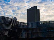 Bedrijfsgebouwen bij zonsopgang in Frankfurt, Duitsland Royalty-vrije Stock Afbeeldingen