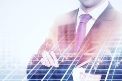 Bedrijfsgrafiek en zakenman Stock Foto's