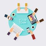 Bedrijfsgroepswerk De creatieve hoogste mening van de teamdesktop met tabletten, Royalty-vrije Stock Afbeelding