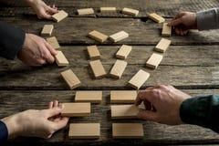 Bedrijfsgroepswerk en helder ideeënconcept Stock Foto's
