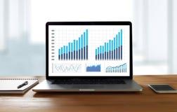 BedrijfsInformatietechnologie de mensen werken harde Gegevens Analytics Stock Foto's