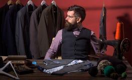 Bedrijfskledingscode handmade retro en moderne het maken workshop kostuumopslag en manier royalty-vrije stock foto's