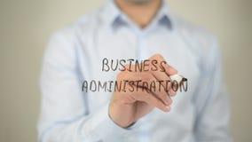 Bedrijfskunde, mens die op het transparante scherm schrijven Royalty-vrije Stock Foto's