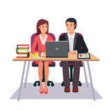 Bedrijfsman en Vrouw die samenwerken Royalty-vrije Stock Afbeeldingen