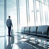 Bedrijfsmens bij luchthaven Royalty-vrije Stock Foto