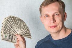 Bedrijfsmens die een Verspreiding van dollars tonen Royalty-vrije Stock Afbeeldingen