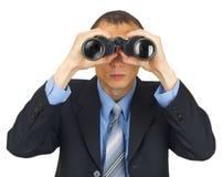 Bedrijfsmens die kostuum met blauwe band met verrekijkers dragen Stock Foto's