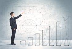 Bedrijfsmens die omhoog op hand getrokken grafiekenconcept beklimmen royalty-vrije stock foto