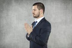 Bedrijfsmens die voor succes in zaken bidden stock foto's