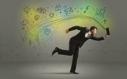 Bedrijfsmens in een stormloop met krabbelmedia pictogrammen Royalty-vrije Stock Afbeelding