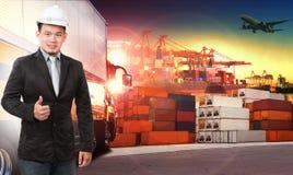 Bedrijfsmens en comercial schip met container op havengebruik voor I Royalty-vrije Stock Fotografie