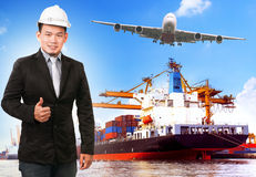 Bedrijfsmens en comercial schip met container op havenvracht c Royalty-vrije Stock Afbeelding