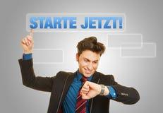 Bedrijfsmens met Duitse slogan Stock Afbeelding
