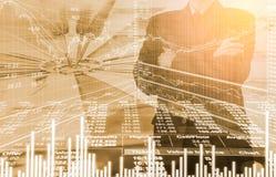 Bedrijfsmens op digitale backgro van de effectenbeurs financiële indicator Royalty-vrije Stock Foto