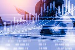 Bedrijfsmens op digitale effectenbeurs financiële achtergrond cijfer Stock Afbeelding