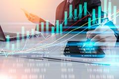 Bedrijfsmens op digitale effectenbeurs financiële achtergrond cijfer Royalty-vrije Stock Foto's