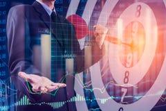 Bedrijfsmens op digitale financiële effectenbeurs en pijltjebackgrou Stock Foto