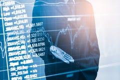 Bedrijfsmens op indicator van de effectenbeurs de financiële handel backgroun Royalty-vrije Stock Foto