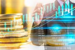Bedrijfsmens op indicator van de effectenbeurs de financiële handel backgroun Royalty-vrije Stock Foto's