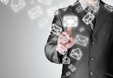 Bedrijfsmens open e-mail Stock Afbeelding