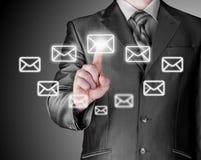 Bedrijfsmens open e-mail Royalty-vrije Stock Foto's