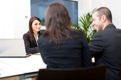 Bedrijfsmensen aan het werk in hun bureau Royalty-vrije Stock Afbeelding