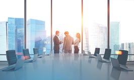 Bedrijfsmensen in bestuurskamer Royalty-vrije Stock Afbeeldingen