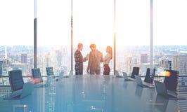 Bedrijfsmensen in bestuurskamer, dubbel Stock Afbeeldingen