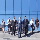 Bedrijfsmensen bij treden Stock Afbeelding