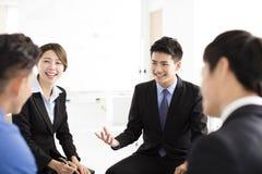Bedrijfsmensen Collectieve Communicatie Vergadering in bureau Stock Afbeelding