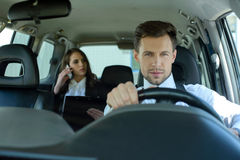 Bedrijfsmensen in de Auto stock afbeeldingen