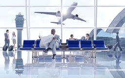 Bedrijfsmensen in de Luchthaven Stock Foto's