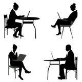 Bedrijfsmensen die aan hun laptops werken Stock Foto