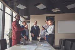 Bedrijfsmensen die Bespreking het Werk Concept ontmoeten Stock Afbeeldingen