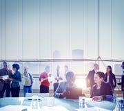 Bedrijfsmensen die Brainstorming Team Concept ontmoeten Stock Foto's