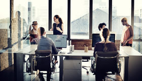 Bedrijfsmensen die Computer het Werk Concept hanteren stock foto's