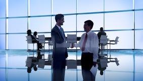 Bedrijfsmensen die Conferentieseminarie ontmoeten die Conc Strategie delen royalty-vrije stock afbeeldingen