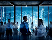 Bedrijfsmensen die in een Conferentiezaal werken Stock Fotografie