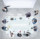 Bedrijfsmensen die een vergadering in het bureau hebben Stock Fotografie