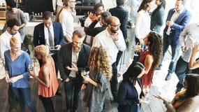 Bedrijfsmensen die Etend de Partijconcept van de Besprekingskeuken samenkomen Stock Afbeeldingen