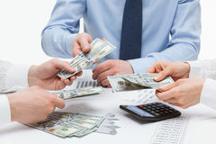 Bedrijfsmensen die geld tellen royalty-vrije stock foto