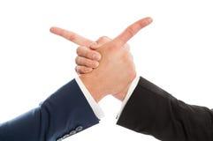 Bedrijfsmensen die handen schudden en op elkaar richten Royalty-vrije Stock Foto