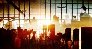 Bedrijfsmensen die het Lopen het Concept van de Vliegtuigreis meeslepen Stock Fotografie