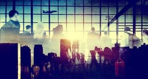 Bedrijfsmensen die het Lopen het Concept van de Vliegtuigreis meeslepen Royalty-vrije Stock Afbeelding