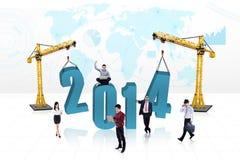 Bedrijfsmensen die het nieuwe jaar 2014 bouwen Stock Foto
