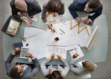 Bedrijfsmensen die het Ontwerpconcept ontmoeten van de Architectuurblauwdruk royalty-vrije stock afbeelding