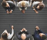 Bedrijfsmensen die het Werk Groepswerkconcept ontmoeten royalty-vrije stock afbeeldingen